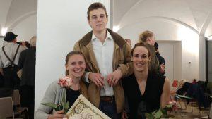Laura Fürst und Johanna Welin und Bastian Kolb bei der Sportlerehrung